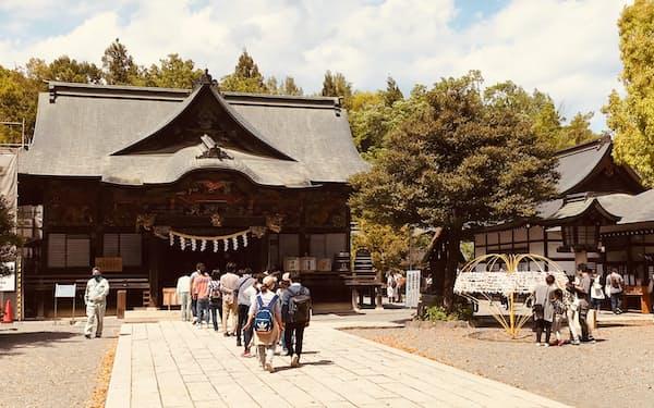 秩父神社ではGW中、参拝客が行列を作っていた(5月1日、埼玉県秩父市)