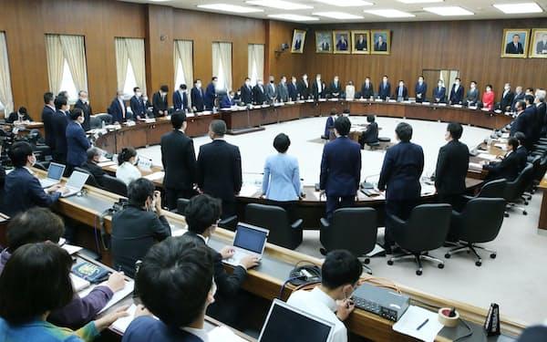 与野党の賛成多数で国民投票法改正案を可決した衆院憲法審査会(6日午後)