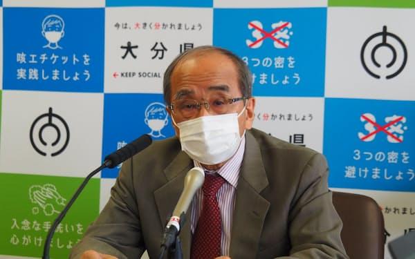 広瀬知事は記者会見で「自己努力により、できるだけ早く状況を落ち着かせたい」と語った(6日、大分県庁)