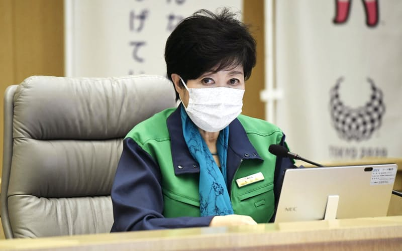 新型コロナウイルス感染症に関する東京都のモニタリング会議で発言する小池都知事(6日午後、都庁)