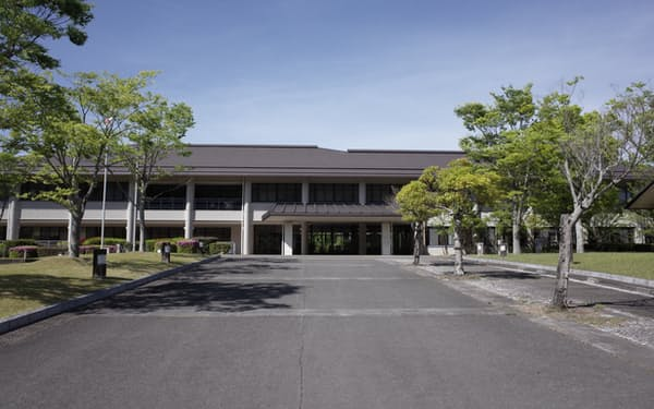 約1万坪(約3.3万平方メートル)の広い敷地を持つ佐賀県窯業技術センター(有田町)