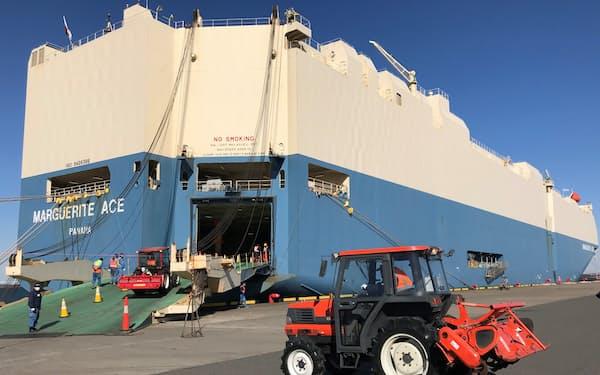 商船三井が運航する自動車運搬船で中古農機を輸送する