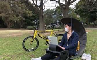 手軽に屋外で働けるコマニーの「アウトドアワークセット Mile」