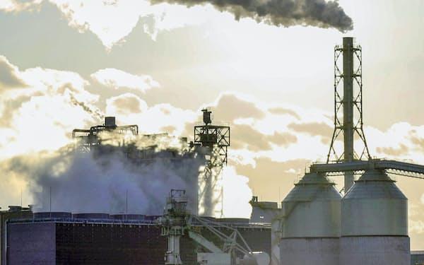 「地球温暖化対策のための税」は脱炭素を促すとの期待がある(仙台市宮城野区の石炭火力発電所)