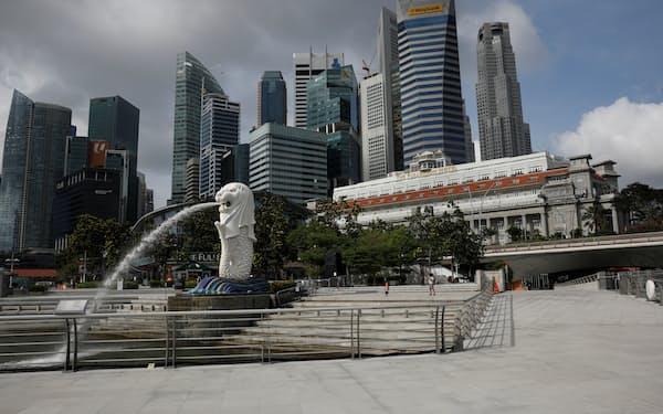 シンガポールは国をあげて国際仲裁を「誘致」してきた(シンガポールのマーライオン公園、2月)=ロイター