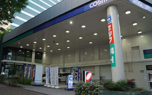 電力を100%再エネに切り替えたコスモグループの直営給油所(東京都新宿区)