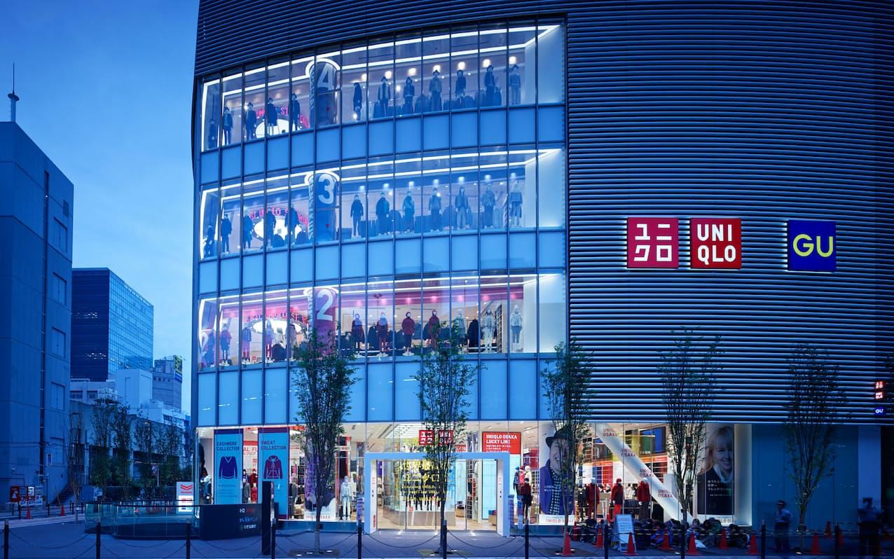3度の緊急事態宣言下では旗艦店を含む路面店は営業を続けた(UNIQLO OSAKAの外観)