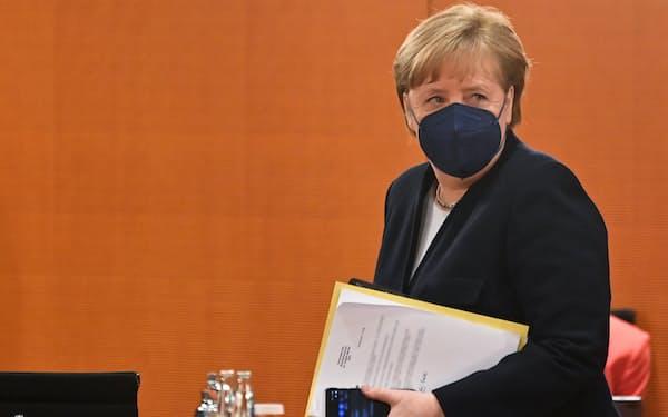 ドイツのメルケル首相はワクチン特許の一時放棄に慎重な構えだ(写真は5日)=ロイター
