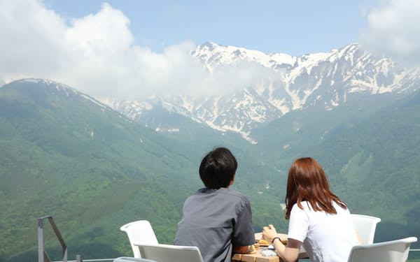 高原のカフェでは絶景が楽しめる