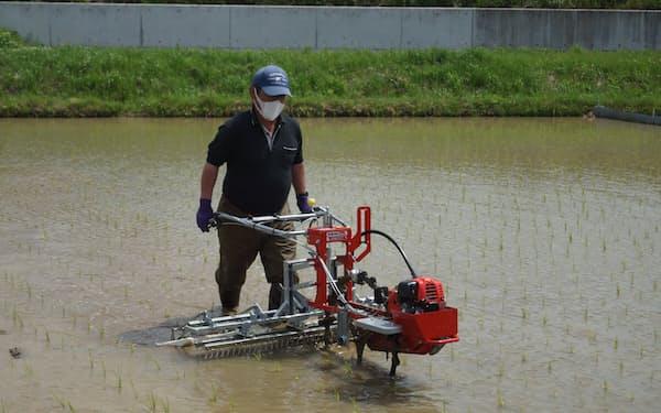 島根県農業技術センターなどが開発した新型除草機