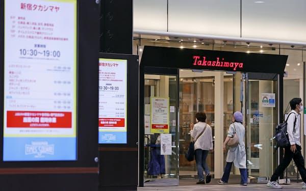 百貨店各社は自治体方針によって休業継続を求められる(7日、東京都渋谷区の「新宿高島屋」)