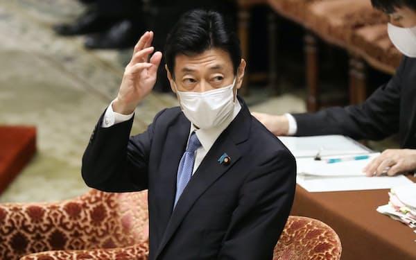 衆院議運委で緊急事態宣言延長を説明する西村経財相(7日)