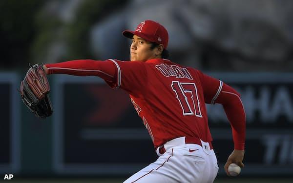 今季の投手・大谷はよく塁上をにぎわすが、それでも抑えているのは偶然ではない=AP
