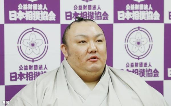 引退記者会見に臨んだ元関脇琴勇輝の君ケ浜親方(日本相撲協会提供)=共同