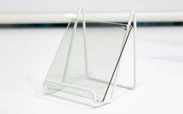 AGCは窓ガラスが5Gの電波を遮らないようにする加工技術を開発した(出所:AGC)