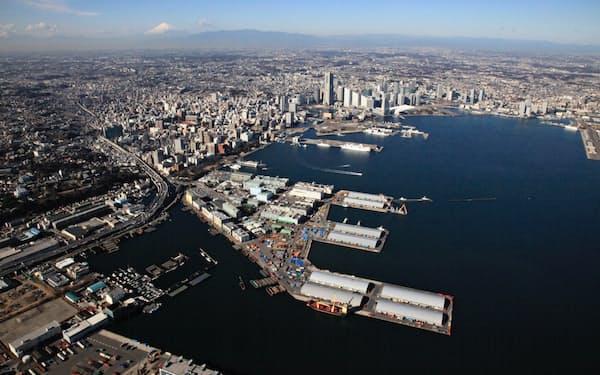 横浜市は山下ふ頭(写真中央)などをIRの候補地として検討を進めている