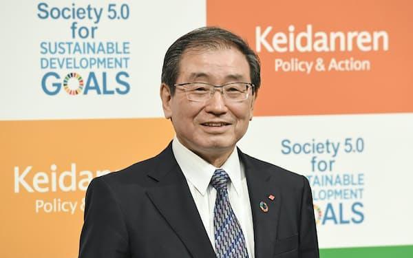 経団連の次期会長に決まった住友化学の十倉雅和会長(10日、東京・大手町)