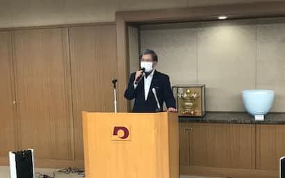 記者会見する熊本県の蒲島知事(10日、県庁)