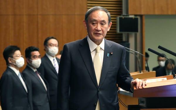 4都府県への宣言発令を決め記者会見に臨む菅首相(4月23日、首相官邸)
