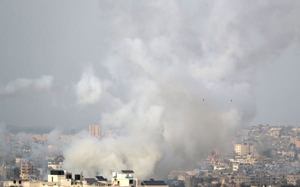 パレスチナ自治区ガザからイスラエルに向けてロケット弾が発射された(10日)=ロイター