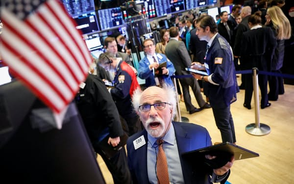 NYSEの取引フロアに活気が戻りそうだ=ロイター