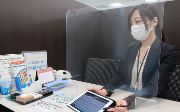 池田泉州銀は10年からタブレット端末を店頭で使っている(大阪市)