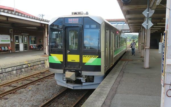 北海道新幹線の札幌延伸に伴い、並行在来線は三セク化かバス転換を迫られる(黒松内駅)