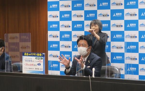 高島市長は24時間対応可能なワクチン接種会場の開設準備を進めると表明した(11日、福岡市)