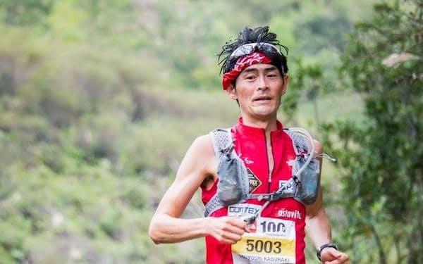 海外のレースに出るため借金をしたこともある(2014年香港100㌔トレイルの筆者)