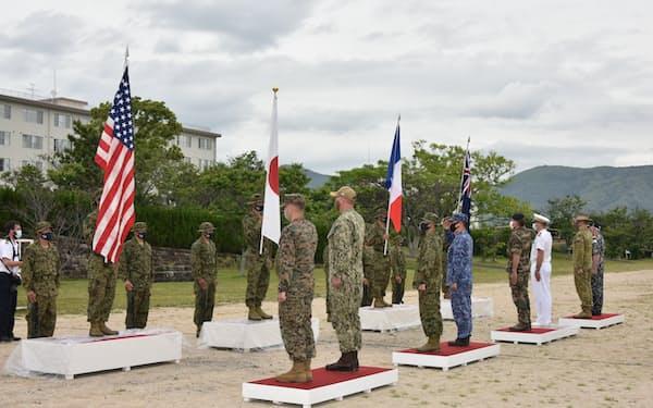 訓練開始式に臨む自衛隊と米仏豪軍(11日)=陸上自衛隊提供