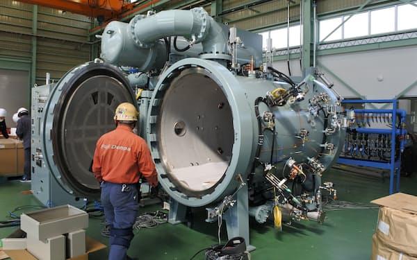 富士電波工業は2000度を超す超高温の電気炉を得意としている(滋賀県湖南市の滋賀工場)