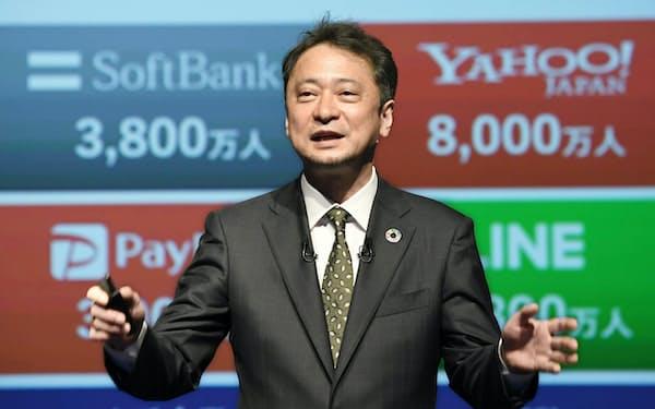 決算発表するソフトバンクの宮川潤一社長兼CEO(11日、東京都港区)