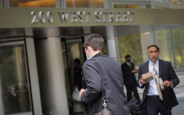ゴールドマンは6月メドに原則、オフィス勤務に切り替える(ニューヨークの本社)=ロイター