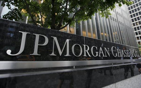 出社か、在宅か。欧米の銀行では勤務形態への対応が分かれる(米ニューヨークのJPモルガン・チェース本社)=ロイター