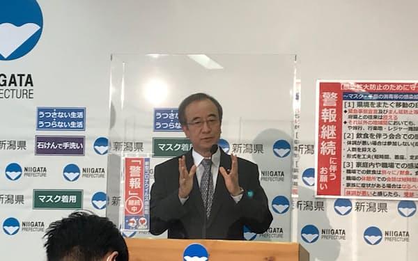 記者会見で長岡市への特別警報発令検討を表明した花角知事(12日、新潟県庁)