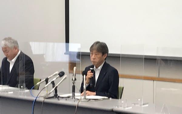 記者会見する石井所長(13日、新潟県の柏崎刈羽原子力発電所)