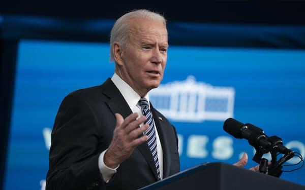 バイデン米大統領はイスラエルのネタニヤフ首相と電話協議し、合法的な自衛権の行使を支持する考えを伝えた(12日、ワシントン)=AP
