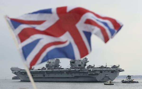 英国は最新鋭空母「クイーンエリザベス」を年内にアジア太平洋に派遣、日本にも寄港する予定だ=AP