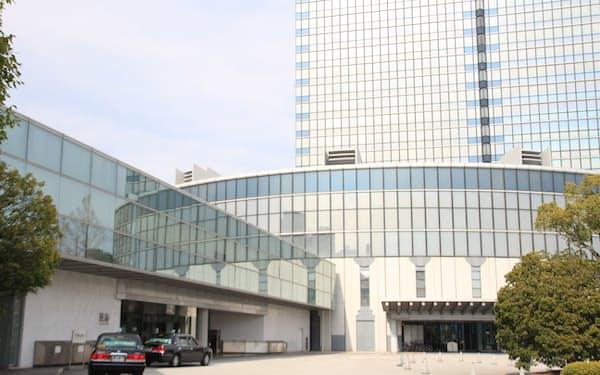 大津の琵琶湖岸には、びわ湖大津プリンスホテルなど合計1万人が入れる会議施設が集積する
