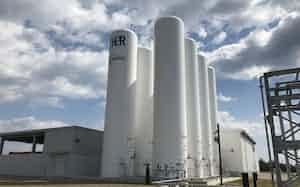 旭化成は福島水素エネルギー研究フィールドに世界最大級の水電解装置を納めた(福島県浪江町)