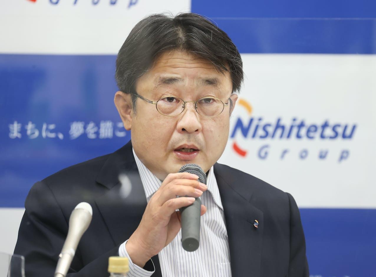 決算発表する西日本鉄道の林田社長(13日、福岡市)