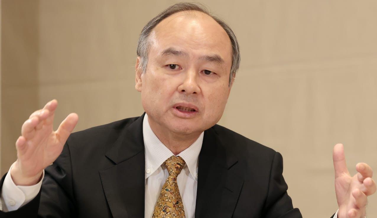 インタビューに応じるソフトバンクグループの孫正義会長兼社長(13日午後、東京都港区)