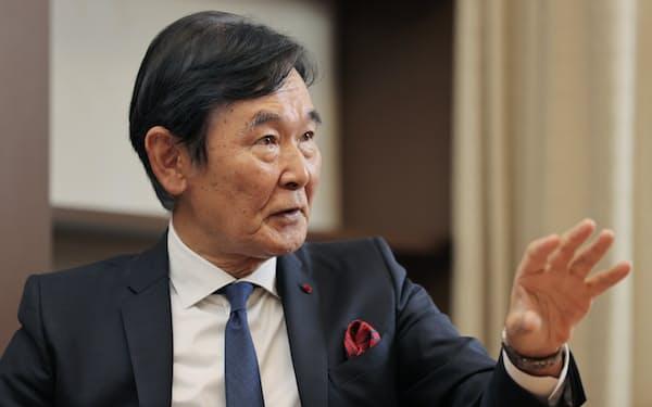 インタビューで質問に答える都倉俊一文化庁長官