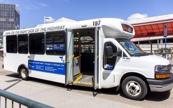 NTTとエドモントン国際空港はスマートシティー事業で協業し、シャトルバスの運行効率化を進める