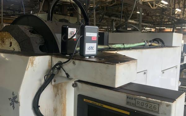 製造機械に簡素なセンサー、発信器をつけデータを吸い上げる