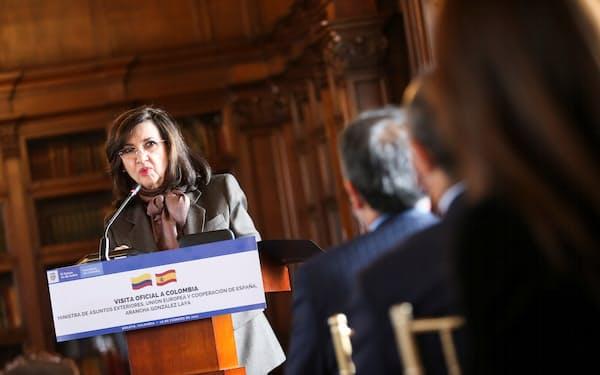 コロンビアのブルム外相(2月、ボゴタ)=ロイター