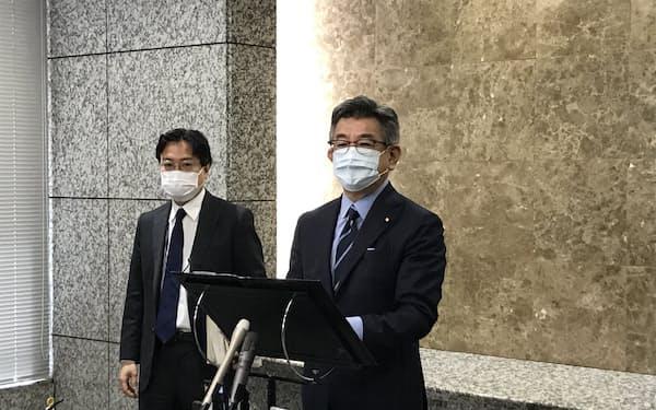 武田総務相は外資規制の審査見直しを急ぐ考えを表明した(14日、東京・霞が関)