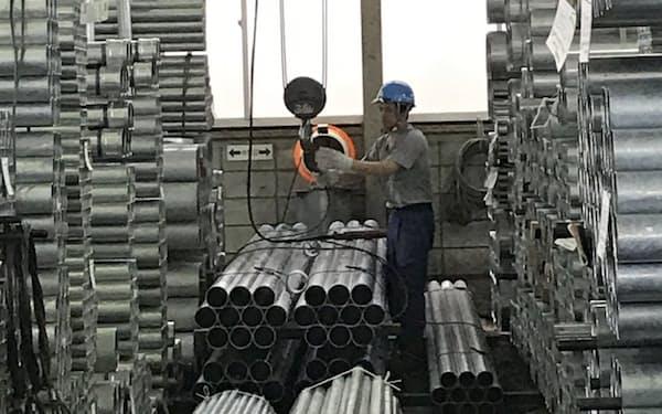 ガス管はメーカーの供給不足で需給が引き締まりつつあるる(千葉県浦安市の鋼材問屋)