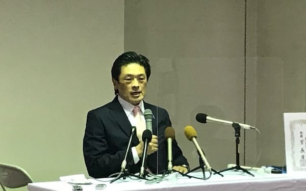 静岡知事選への立候補について記者会見する岩井茂樹氏(14日、静岡市)