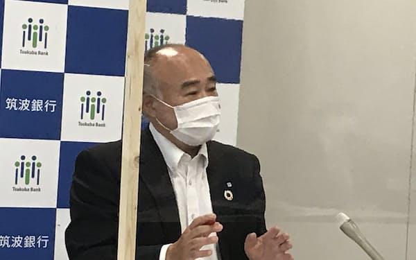 生田頭取は「資本増強でなく顧客支援が目的」と強調した(つくば市の本店、14日)
